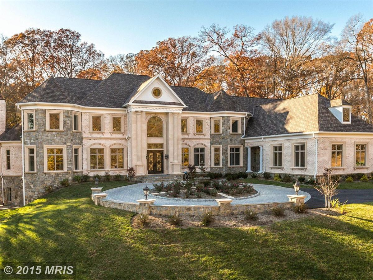 Showpost in addition Live Like Holly Golightly Breakfast Tiffanys Brownstone Sale 5 85M besides Game And Entertainment Rooms Design Ideas besides marlenelgarlandhillrealty furthermore House Designs Village. on single floor mansion